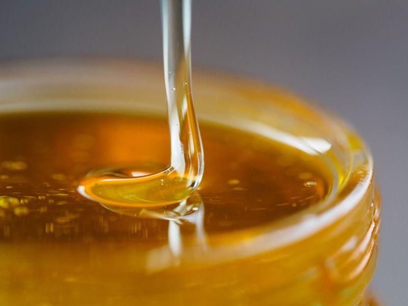 Nhìn màu sắc để biết mật ong có xịn không