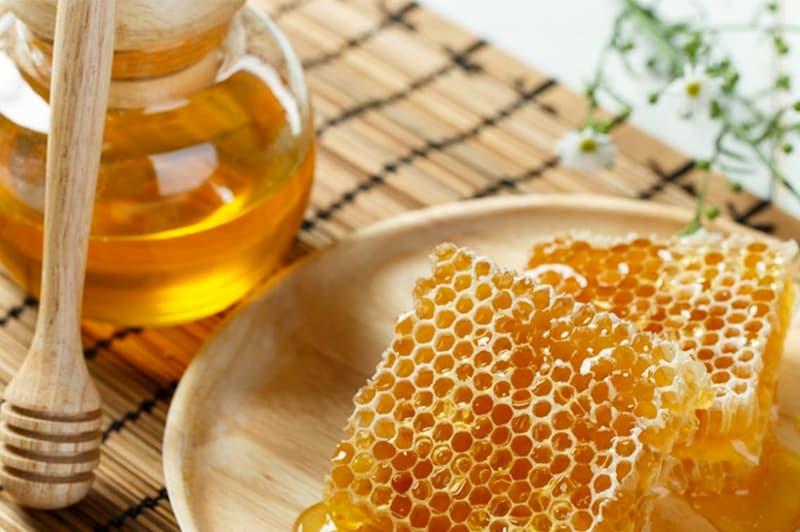 chữa nứt cổ gà bằng mật ong