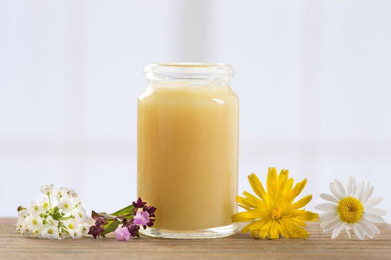 Cách bảo quản sữa ong chúa tươi sau khi khai thác