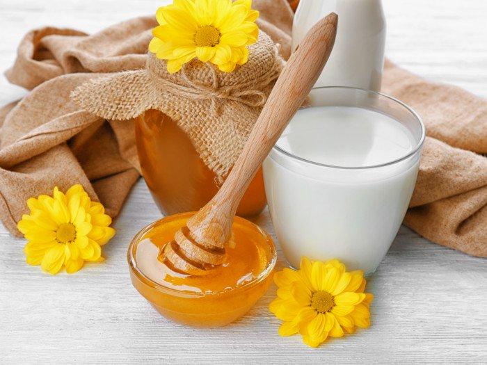 trị viêm họng bằng mật ong và sữa tươi