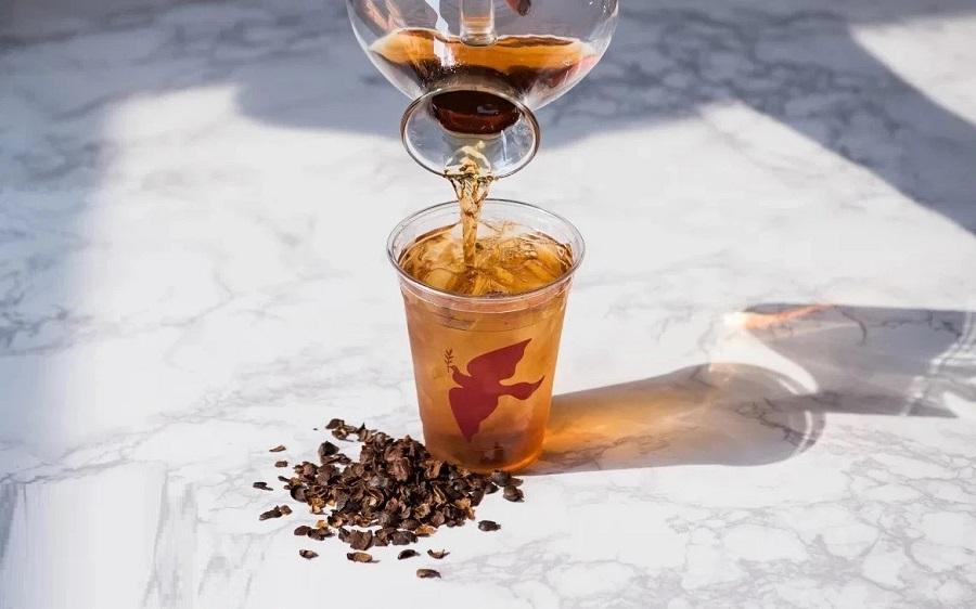 pha nước trà vỏ cà phê với mật ong ủ lạnh