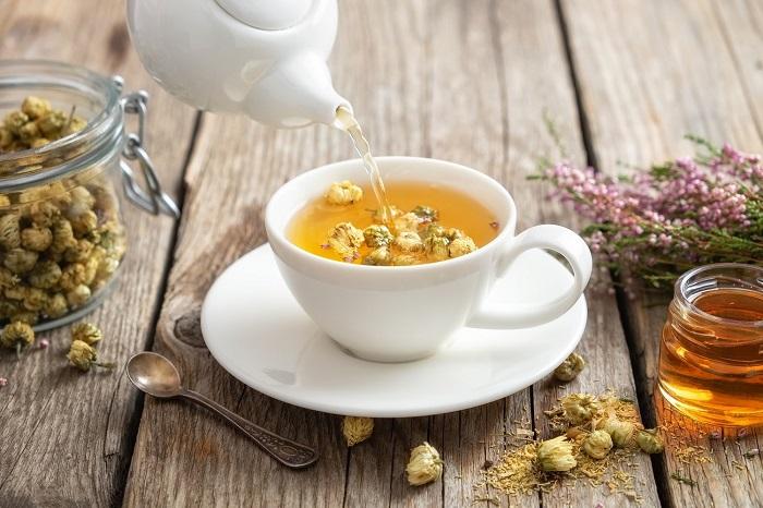 cách làm trà hoa cúc đường phèn mật ong